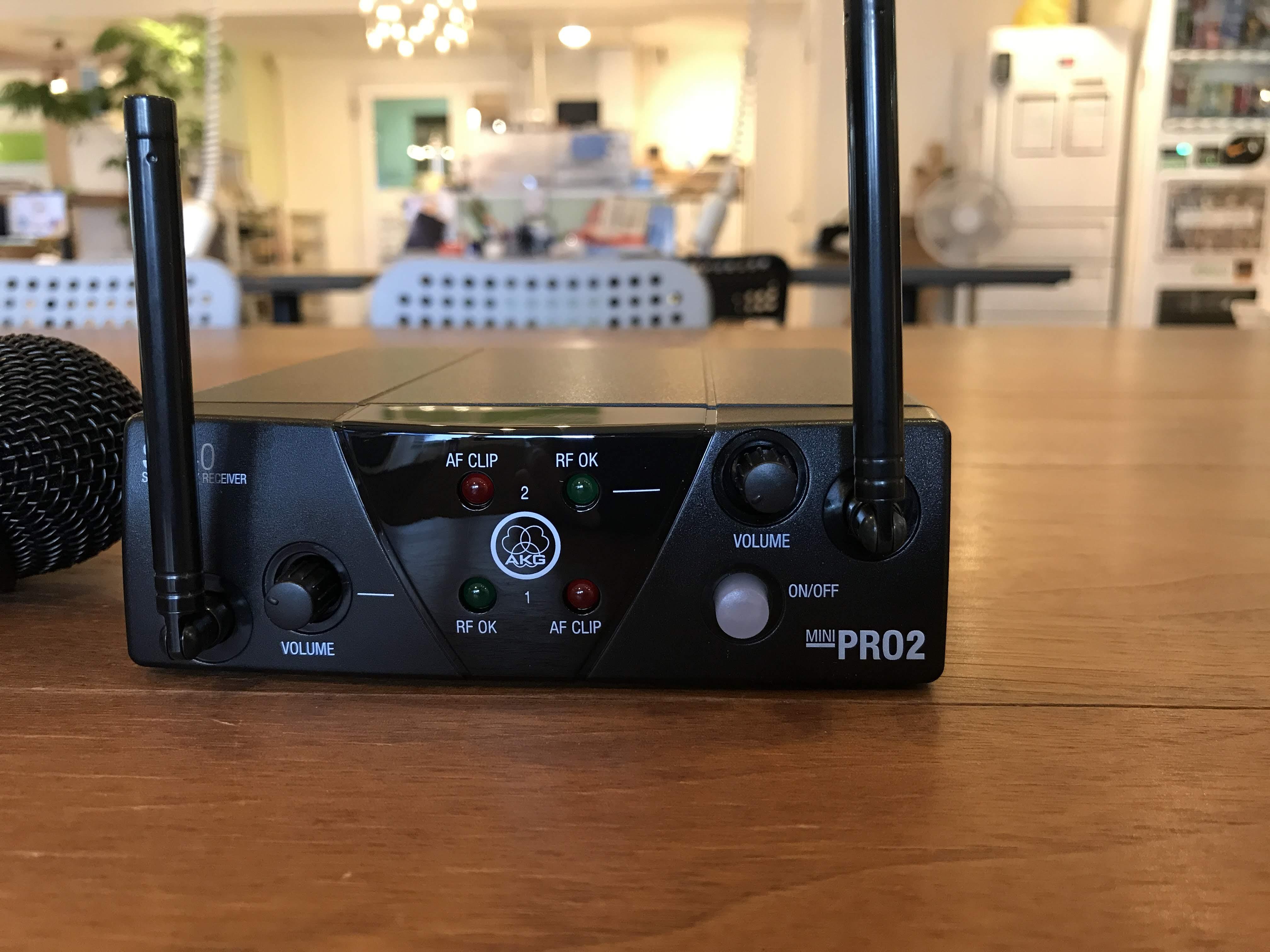 アンテナが2つある「WMS40 PRO MINI」の2チャンネル受信機。