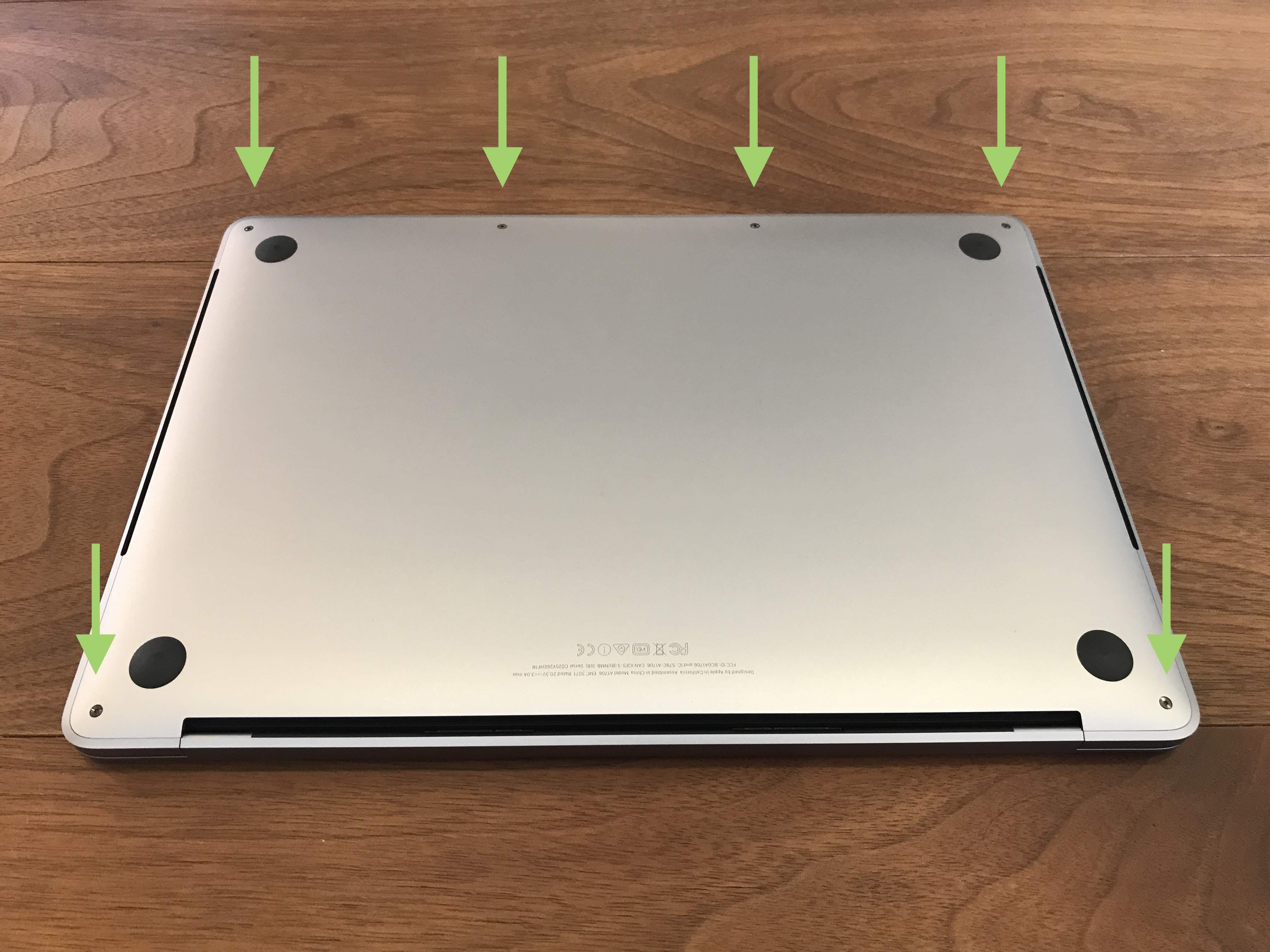 MacBook Proの裏蓋のネジ止め箇所